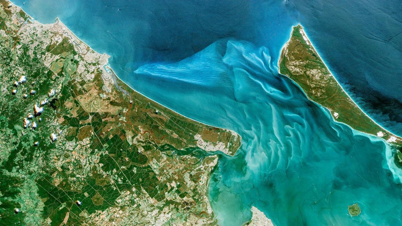 PopMech: first color HD Earth video from space