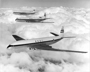 de Havilland Comets in flight