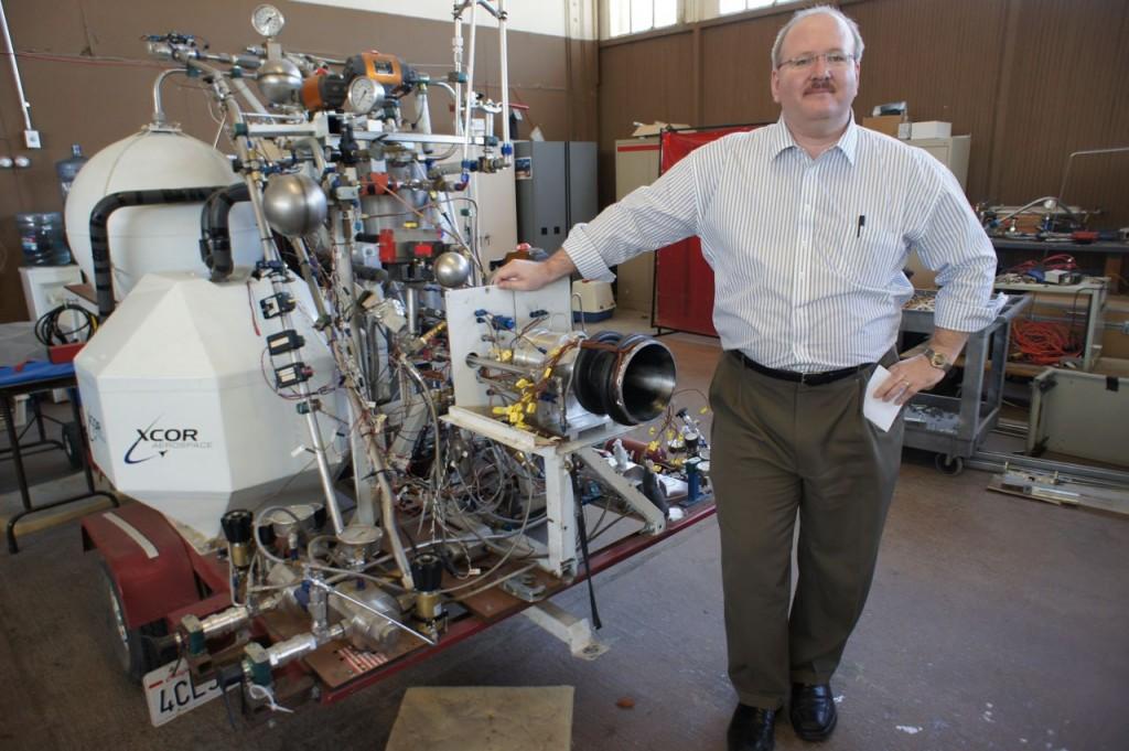 XCOR's Jeff Greason with Lynx rocket engine