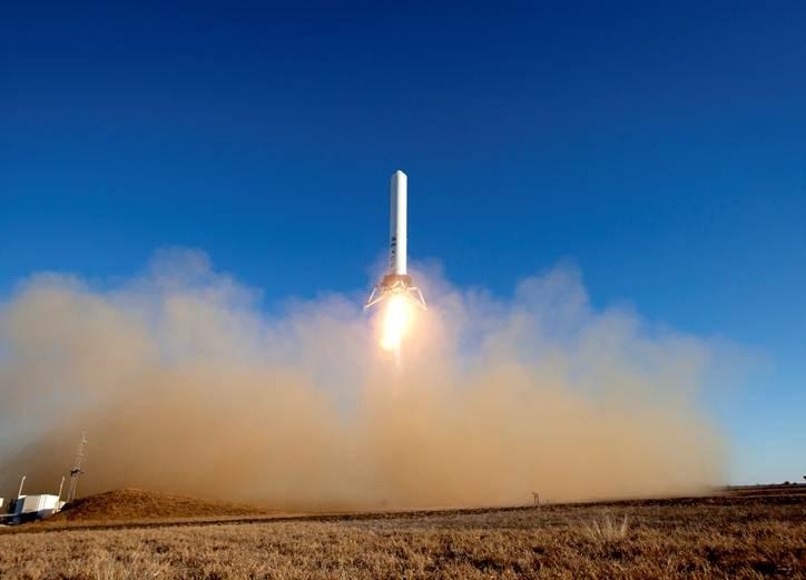SpaceX Grasshopper takes flight